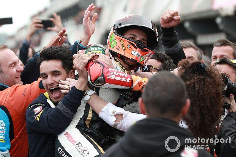 Команда Bester Capital Dubai поздравляет Андреа Миньо с победой в гонке Moto3 в Валенсии