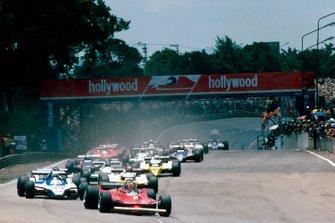 Start zum GP Brasilien 1980 in Interlagos: Gilles Villeneuve, Ferrari 312T5, führt