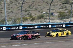 Clint Bowyer, Stewart-Haas Racing, Ford Mustang Mobil 1 / Haas CNC, William Byron, Hendrick Motorsports, Chevrolet Camaro Hertz