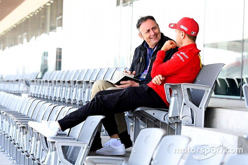 Роберто Кинкеро и гонщик Ferrari Себастьян Феттель