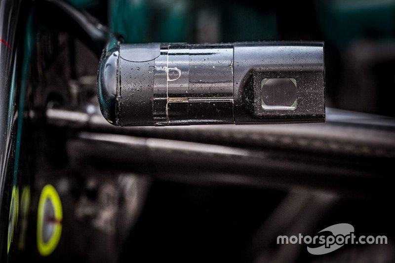 Бортовая видеокамера Mercedes AMG F1 W10 на переднем антикрыле