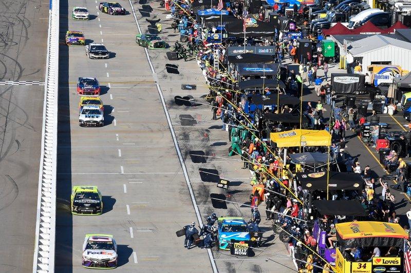Denny Hamlin, Joe Gibbs Racing, Toyota Camry FedEx Freight, Martin Truex Jr., Joe Gibbs Racing, Toyota Camry Auto Owners Insurance