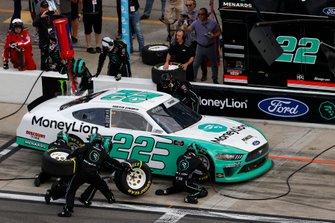 Austin Cindric, Team Penske, Ford Mustang MoneyLion, pit stop