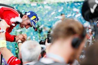 Sébastien Buemi, Nissan e.Dams, célèbre sa troisième place sur le podium