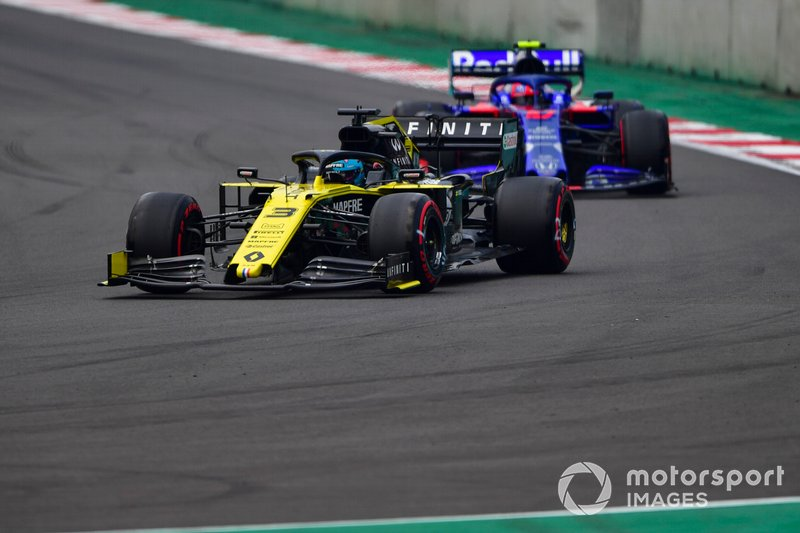 Даниэль Риккардо, Renault Sport F1 Team R.S.19, и Пьер Гасли, Scuderia Toro Rosso STR14