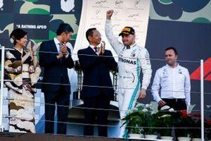 Valtteri Bottas, Mercedes AMG F1, primo classificato, sul podio