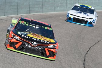 Martin Truex Jr., Joe Gibbs Racing, Toyota Camry Bass Pro Shops, William Byron, Hendrick Motorsports, Chevrolet Camaro Axalta Flames of Independence