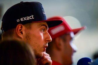 Max Verstappen, Red Bull Racing, en Charles Leclerc, Ferrari