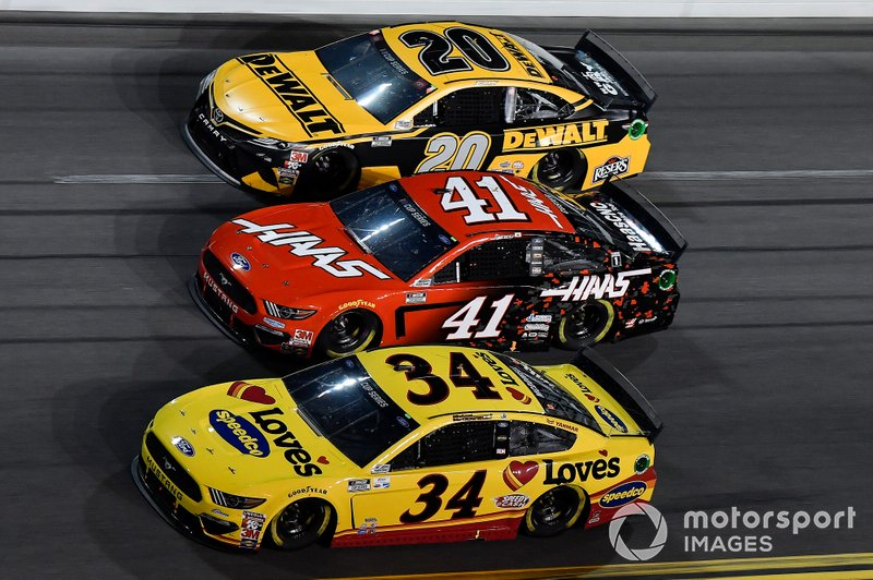 Michael McDowell, Front Row Motorsports, Ford Mustang Love's Travel Stops, Cole Custer, Stewart-Haas Racing, Ford Mustang Haas Automation, Erik Jones, Joe Gibbs Racing, Toyota Camry DeWalt