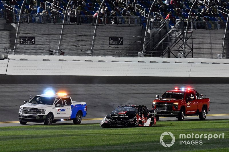 Crash: Daniel Suarez, Gaunt Brothers Racing, Toyota Camry Toyota Certified Used Vehicles