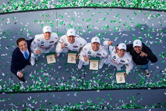 #24 BMW Team RLL BMW M8 GTE: Jesse Krohn, John Edwards, Augusto Farfus, Chaz Mostert celebran