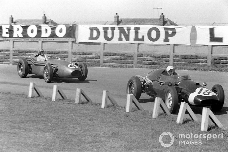 Maurice Trintignant, Cooper T51 Climax, leads Carroll Shelby, Aston Martin DBR4/250