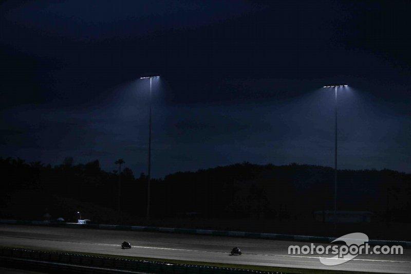 Acción nocturna en la pista