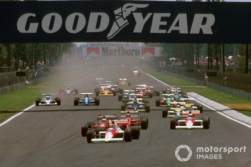 Ayrton Senna, McLaren MP4/5 Honda precede Nigel Mansell, Ferrari 640, Gerhard Berger, Ferrari 640, Alain Prost, McLaren MP4/5 Honda, al GP del Messico del 1989