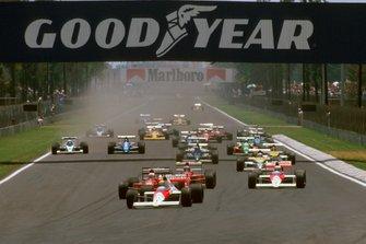 Start zum GP Mexiko 1989 in Mexico City: Ayrton Senna, McLaren MP4/5, führt