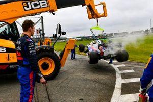 Daniil Kvyat, Toro Rosso STR14 watching his car being recovered after crashing