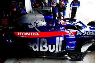 Daniil Kvyat, Toro Rosso STR14, lascia il garage