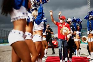 Charles Leclerc, Ferrari, and Pierre Gasly, AlphaTauri, in the drivers parade, flanked by the Dallas Cowboys Cheerleaders