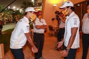 Lando Norris, McLaren, in discussion with Carlos Sainz Jr., McLaren