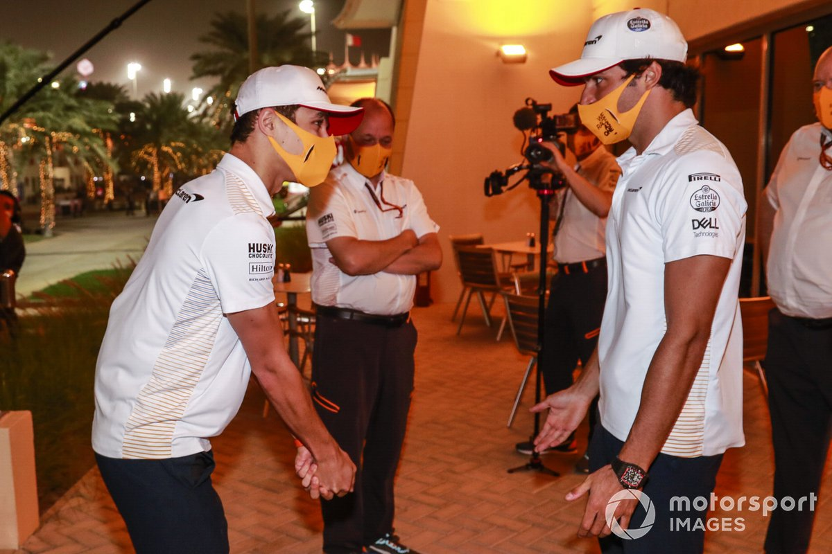 Lando Norris, McLaren, in discussion with Carlos Sainz Jr., McLaren