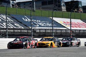 Corey LaJoie, Spire Motorsports, Chevrolet Camaro ARK.io et Chase Briscoe, Stewart-Haas Racing, Ford Mustang Rush Truck Centers