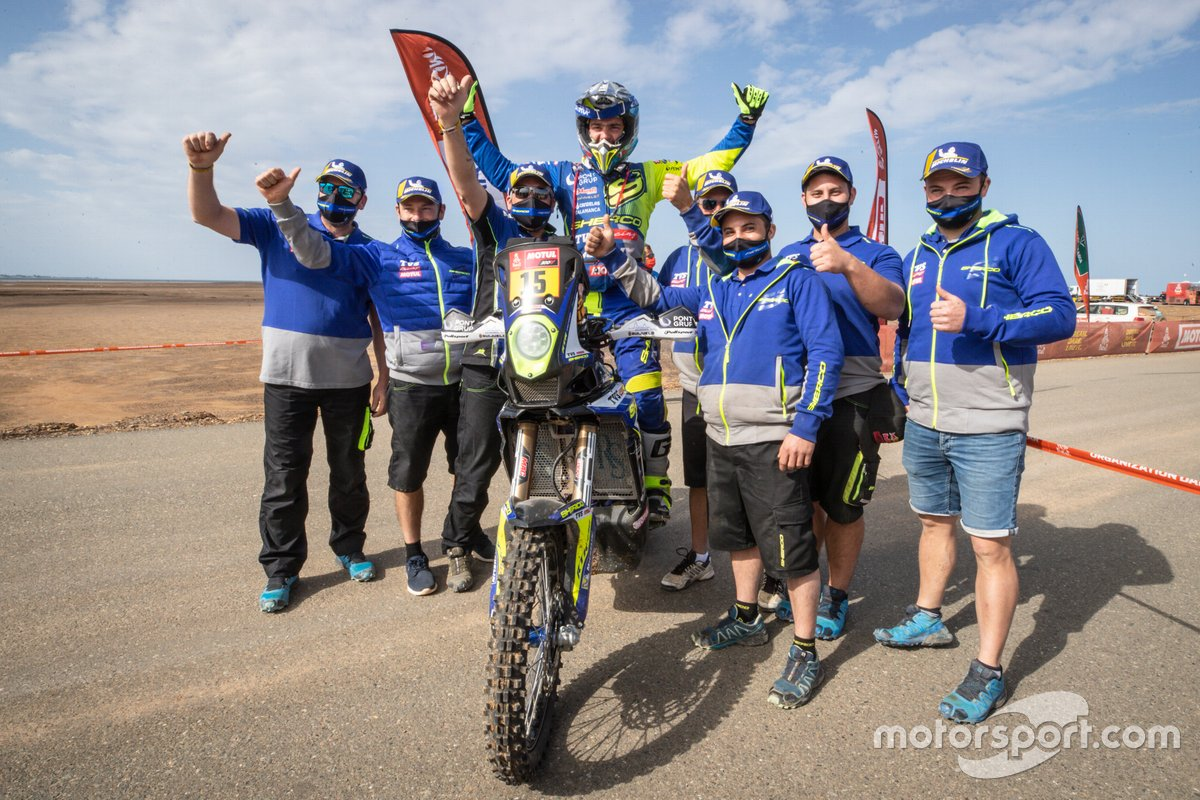 #15 Sherco Racing: Lorenzo Santolino celebrates with the team members