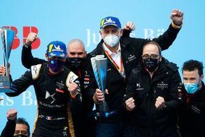Jean-Eric Vergne, DS Techeetah, 1st position, Thibault Arnal, Race Engineer, DS Techeetah, Jean-Marc Finot, Director of PSA Motorsport, Leo Thomas, Racing Director, DS Techeetah, celebrate victory