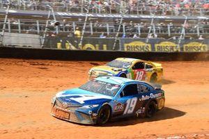 Martin Truex Jr., Joe Gibbs Racing, Toyota Camry Auto-Owners Insurance, Kyle Busch, Joe Gibbs Racing, Toyota Camry M&M's Messages