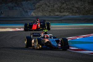 Luca Ghiotto, Hitech Grand Prix, leads Giuliano Alesi, MP Motorsport
