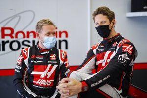 Kevin Magnussen, Haas F1, talks with Romain Grosjean, Haas F1, in the garage