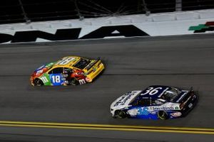 Kyle Busch, Joe Gibbs Racing, Toyota Camry M&M's David Ragan, Front Row Motorsports, Ford Mustang