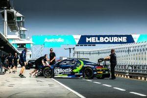 #24 Audi R8 LMS Evo: Tony Bates, Chaz Mostert