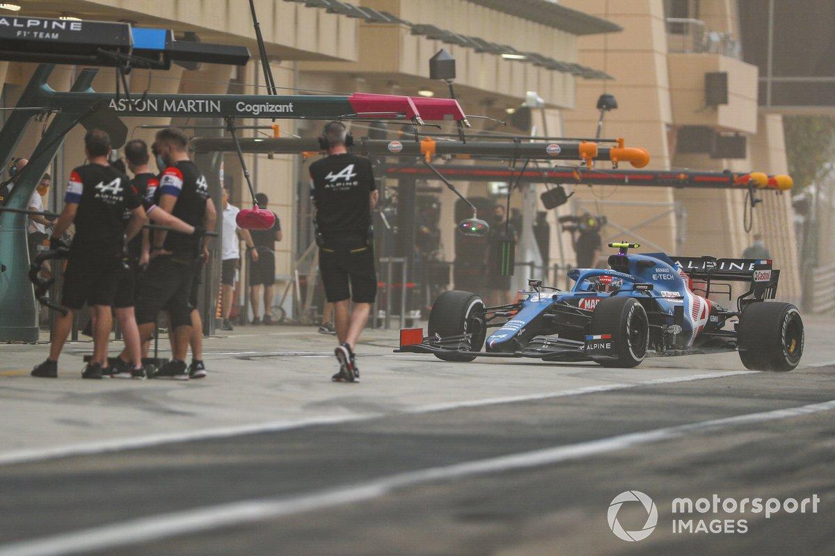 Esteban Ocon, Alpine A521, comes into the pits