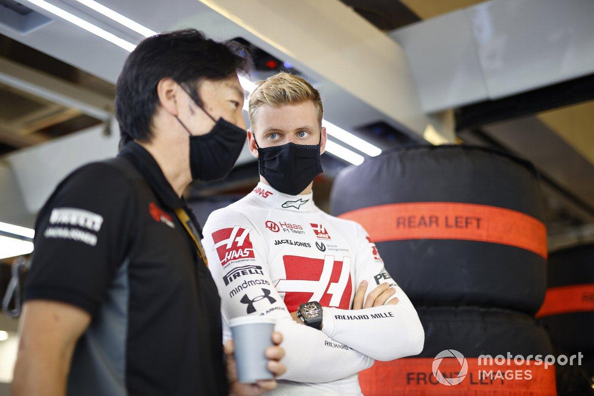 Mick Schumacher, Haas F1, in the garage
