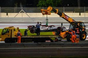 Kimi Raikkonen, Alfa Romeo Racing C39 is recover from the track