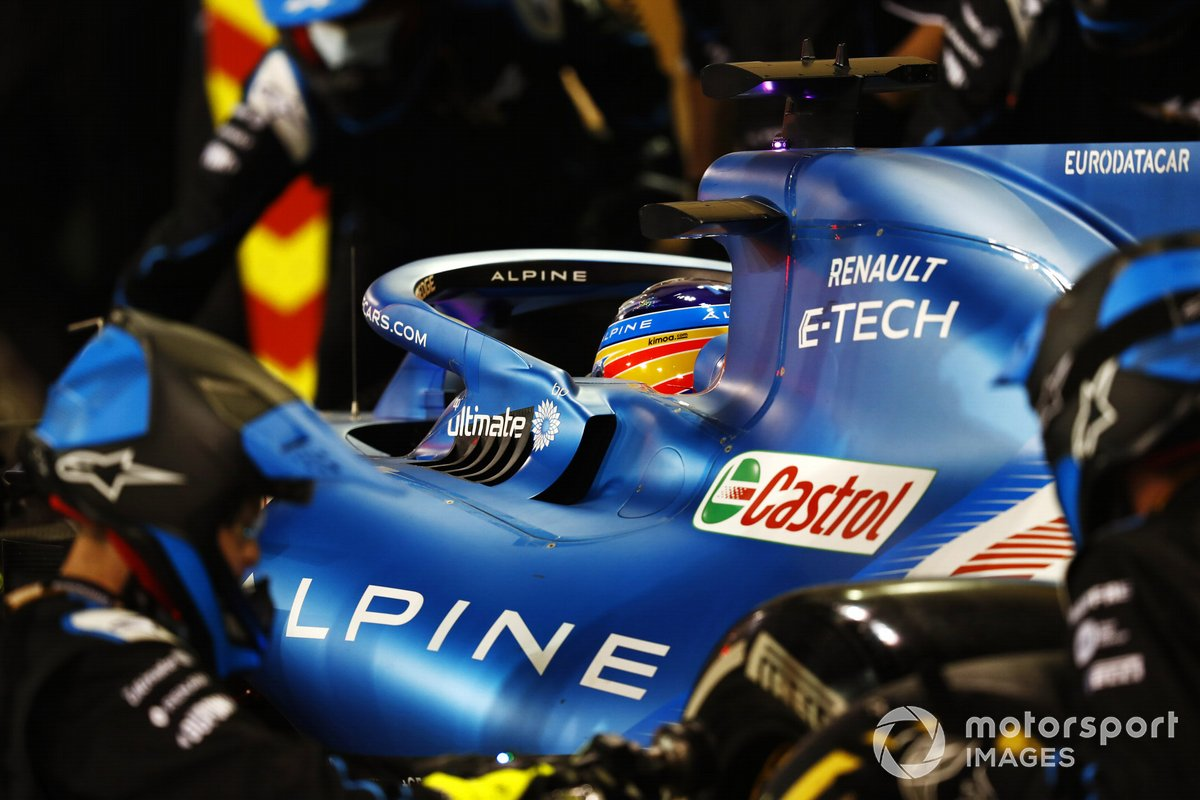 Fernando Alonso, Alpine A521, en pits