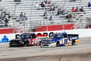 Derek Kraus, McAnally Hilgemann Racing, Toyota Tundra NAPA AutoCare, Raphael Lessard, GMS Racing, Chevrolet Silverado Richelieu
