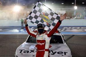 Yarış galibi Myatt Snider, Richard Childress Racing, Chevrolet Camaro TaxSlayer