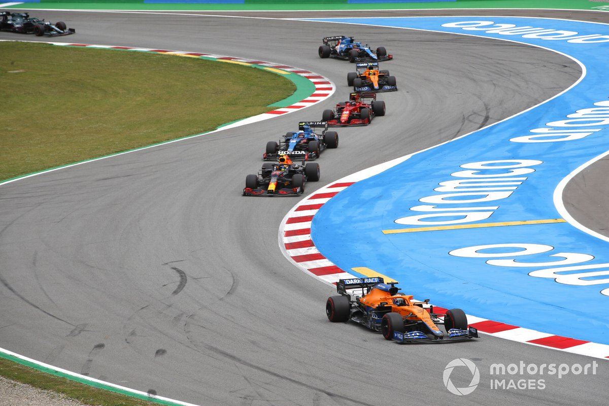 Daniel Ricciardo, McLaren MCL35M, Sergio Perez, Red Bull Racing RB16B, Esteban Ocon, Alpine A521, Carlos Sainz Jr., Ferrari SF21, Lando Norris, McLaren MCL35M, y Fernando Alonso, Alpine A521