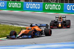 Daniel Ricciardo, McLaren MCL35M, Sergio Perez, Red Bull Racing RB16B