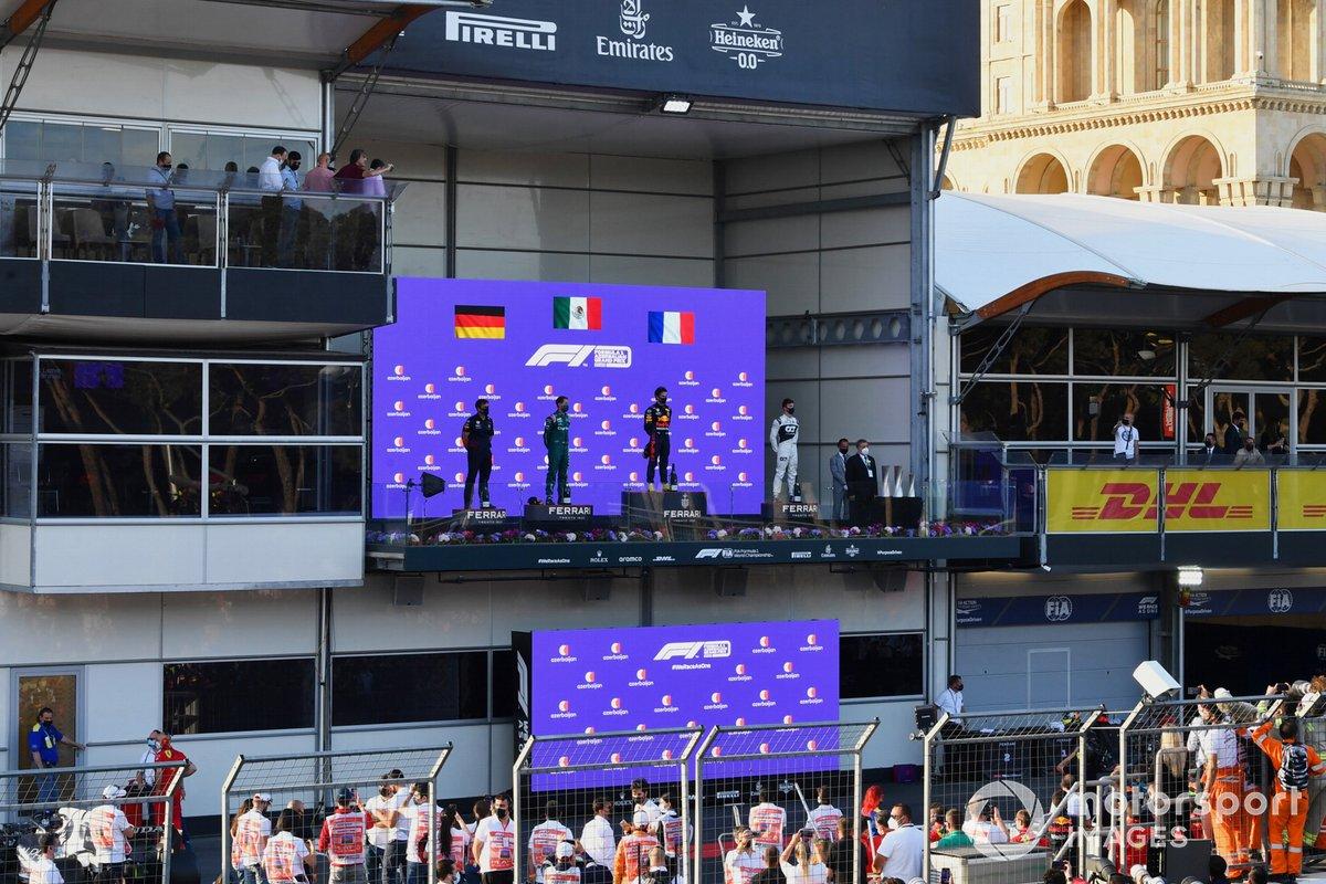 Podium: second place Sebastian Vettel, Aston Martin, race winner Sergio Pérez, Red Bull Racing, third place Pierre Gasly, AlphaTauri