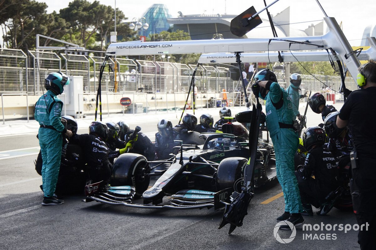 Lewis Hamilton, Mercedes W12 pit stop