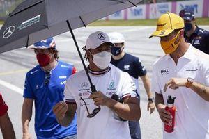 Lewis Hamilton, Mercedes with Daniel Ricciardo, McLaren