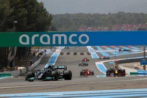 Valtteri Bottas, Mercedes W12, Sergio Perez, Red Bull Racing RB16B