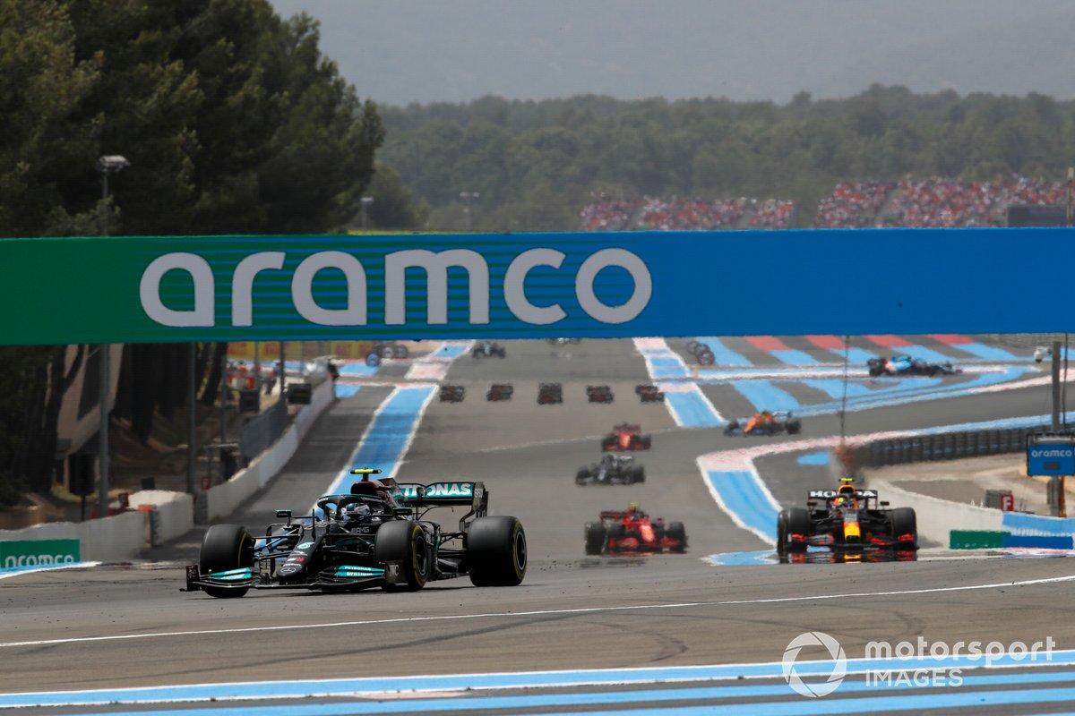 Valtteri Bottas, Mercedes W12, Sergio Pérez, Red Bull Racing RB16B