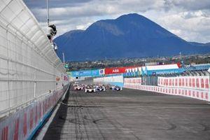 Start der Formel E 2021 in Puebla: Pascal Wehrlein, Porsche, Porsche 99X Electric, führt