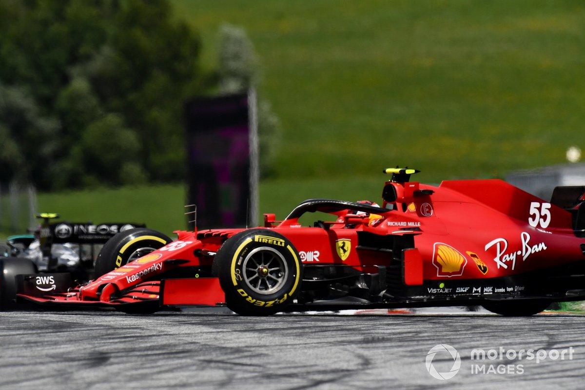 Carlos Sainz Jr., Ferrari SF21 hace un trompo