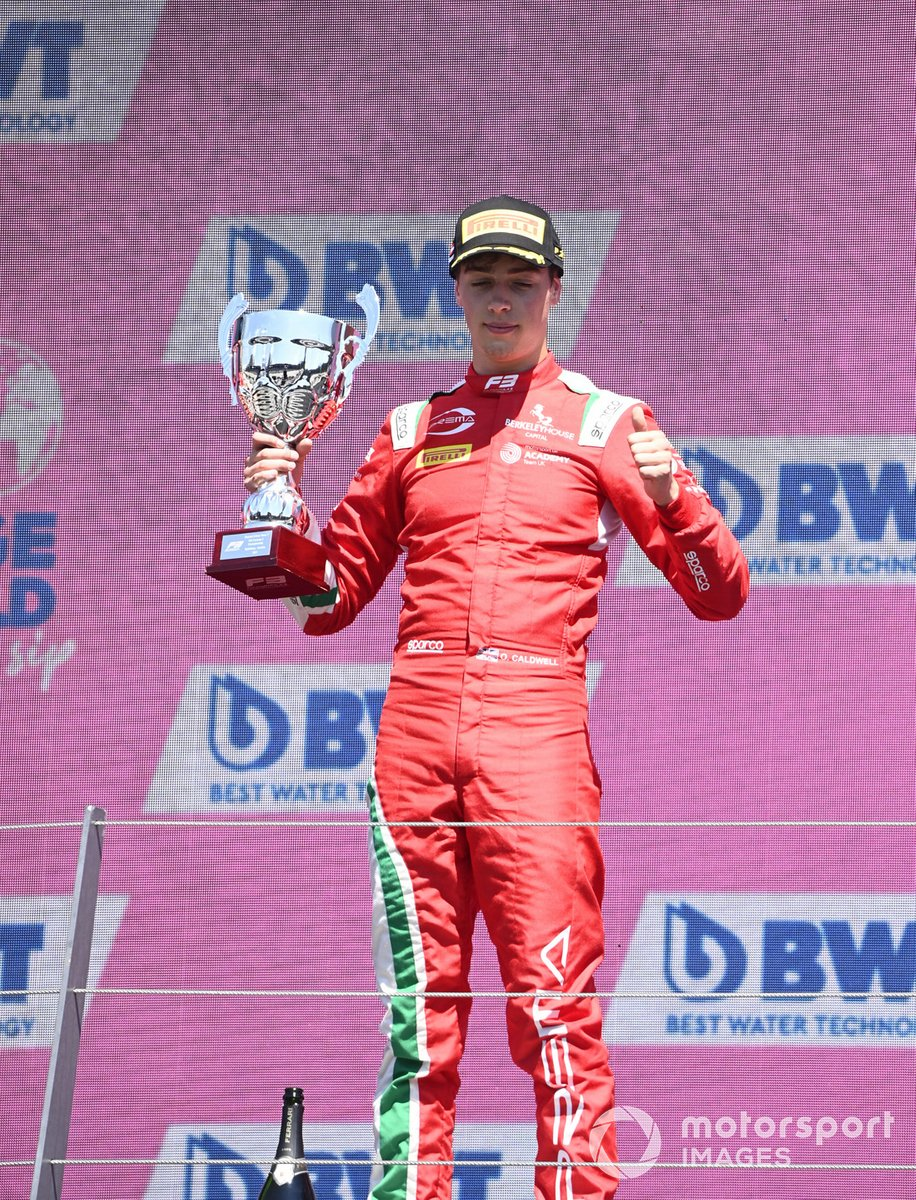 Podio: segundo lugar Olli Caldwell, Prema Racing