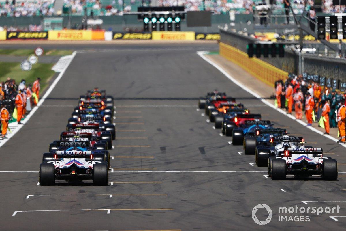 Max Verstappen, Red Bull Racing RB16B e Lewis Hamilton, Mercedes W12