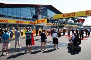 Guests from the services on the grid prior to the start
